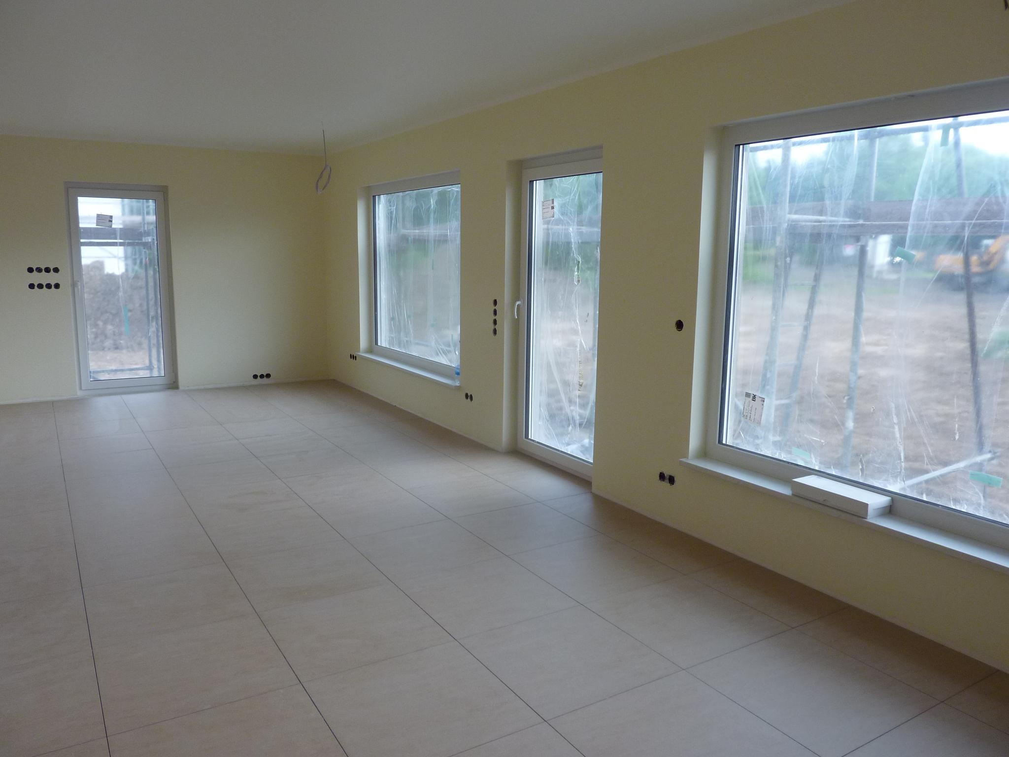 Wohnzimmer, Esszimmer Und Küche Sind Bei Uns Ein Großer Raum. Auch Hier  Haben Wir Uns Für Großformatige Fliesen Entschieden, Da Diese Der Am Besten  ...